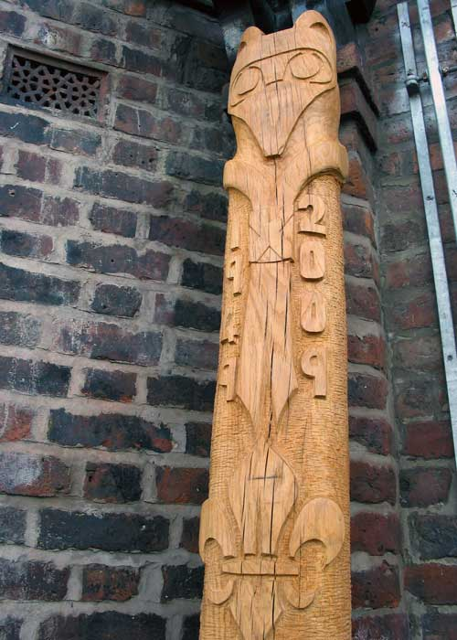 Rainsough Cubs and Scouts totem pole - hand carved oak railway sleeper